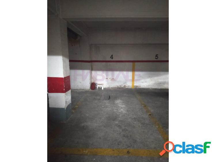 Plaza de garaje para coche pequeño, o dos motos (25€ cada una) en la calle albaida, junto avda cid y calle chiva. 50€ iva incluído
