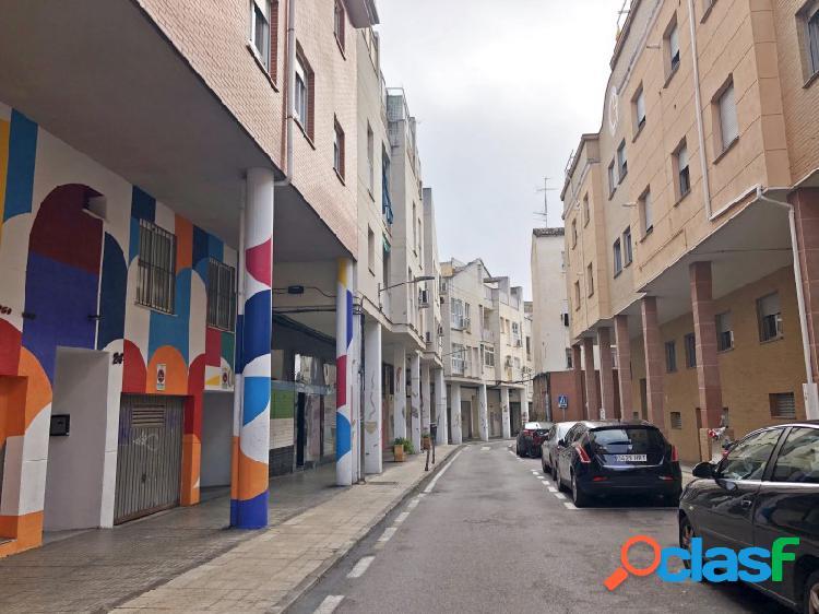 Apartamento amueblado con plaza de parking y trastero en el centro.
