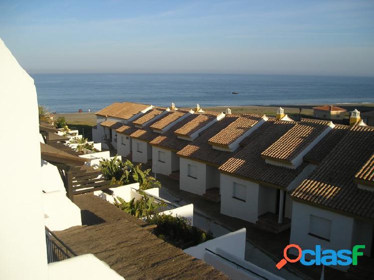 Casa adosada en venta en primera linea de playa manilva