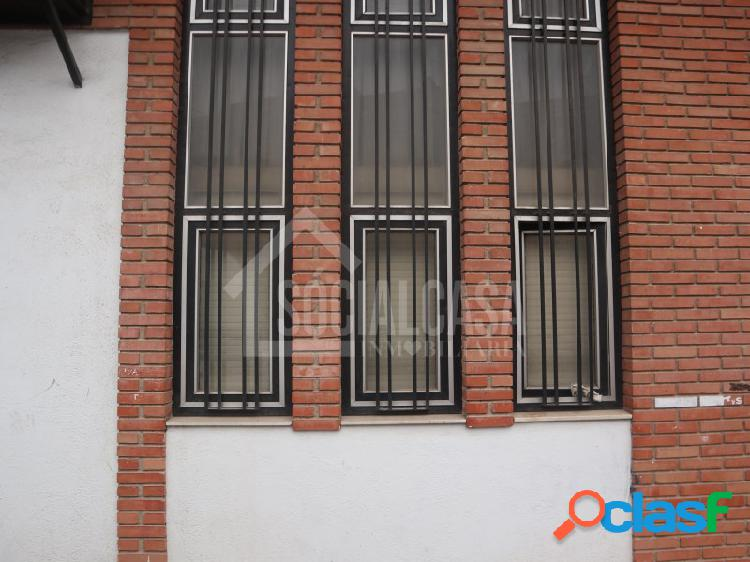 SE VENDE GRAN LOCAL COMERCIAL EN LA CUESTA DE LA POLVORA. 1