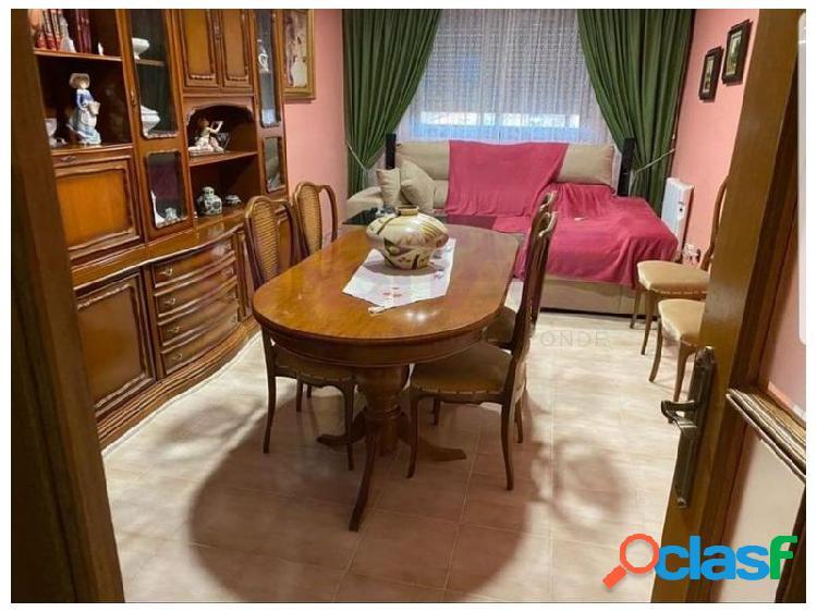 Gran oportunidad,piso 4 habitaciones totalmente equipado y 2 baños,situado en una tranquila zona.