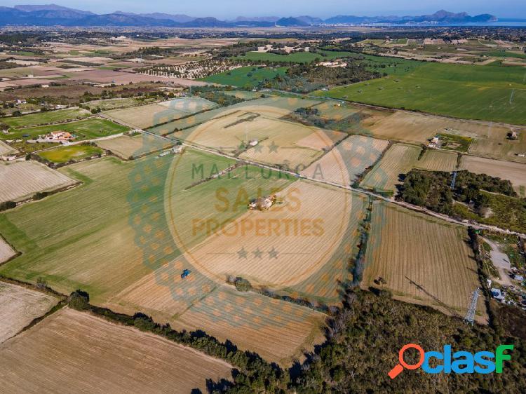 Terreno rústico de 22.406 m2, formado por cuatro unidades registrales independientes, situado en las afueras de santa margalida