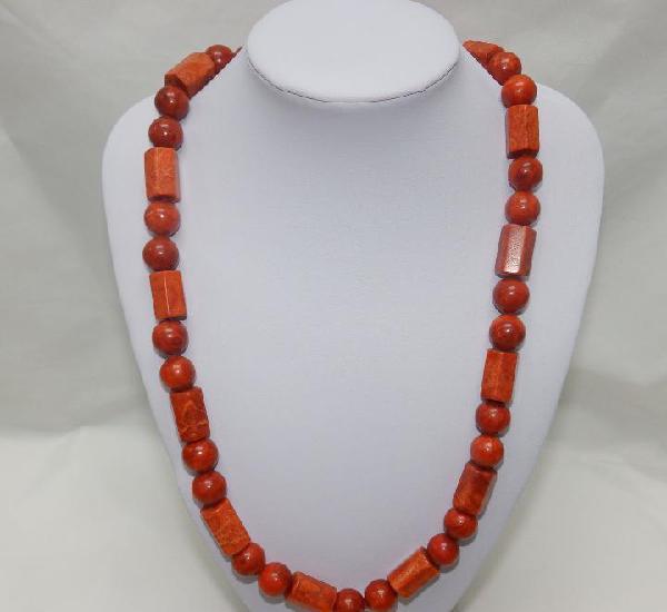 Collar de antiguo coral mediterráneo. 65 cm. peso: 115 gr.