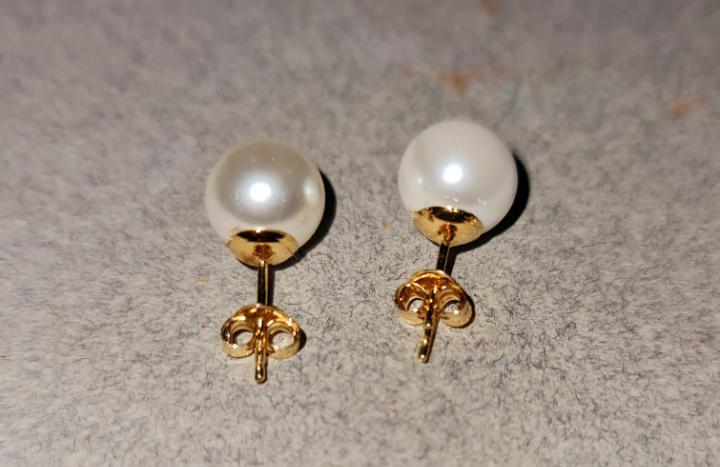Perlas artificiales con oro 18 kilates.
