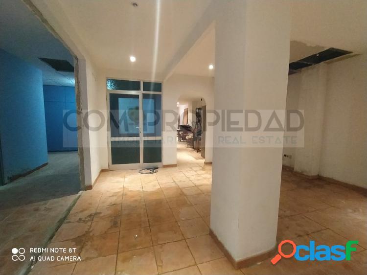 Local comercial con 260 m2 y vado permanente cerca EL CORTE INGLÉS Avenidas 1