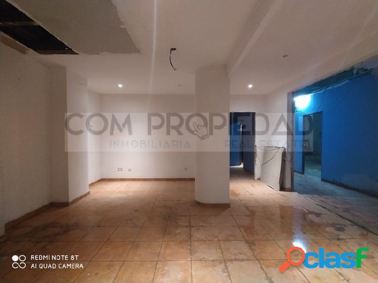 Local comercial con 260 m2 y vado permanente cerca EL CORTE INGLÉS Avenidas 2