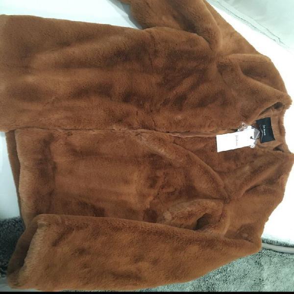 Abrigo nuevo con etiqueta de stradivarius