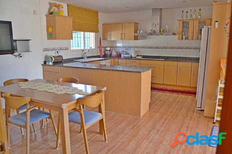 Casa como nueva en urb bell lloc cerca de sta cristina d'aro, parcela plana de 800 m2. garaje grande