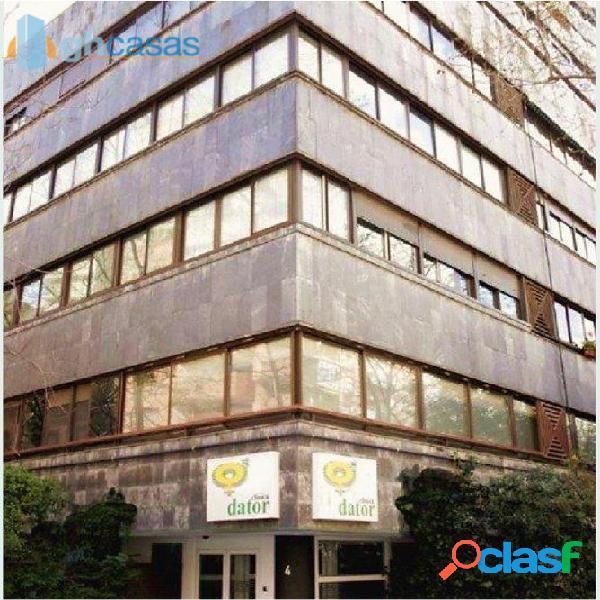 Local en venta en castillejos, madrid. local y vivienda en rentabilidad.