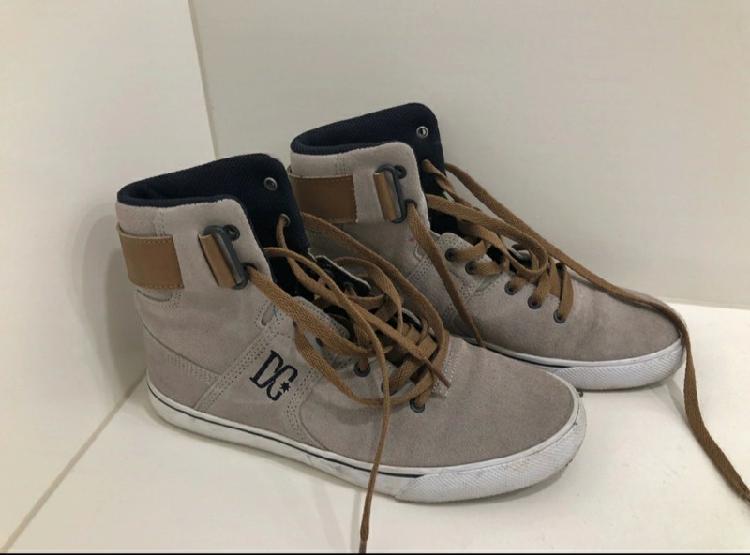 Ganga! sneakers d c. casi nuevas. muy cómodas.