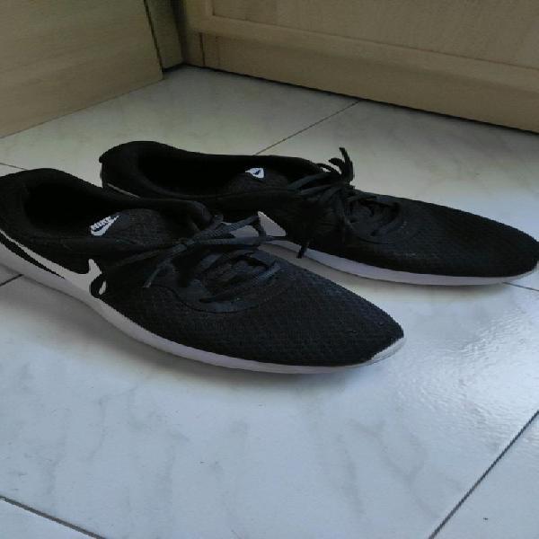 Nike tanjun negras y blancas