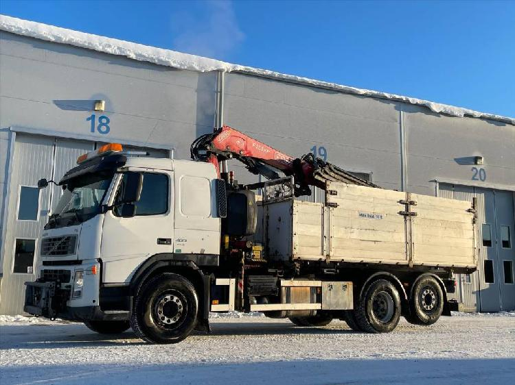 Volvo fm 400 dump truck with fassi f235xp crane en venta