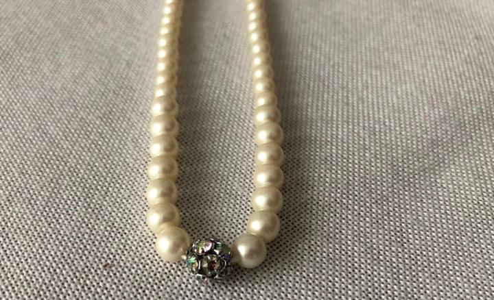 Colgante de perlas extensible (be)