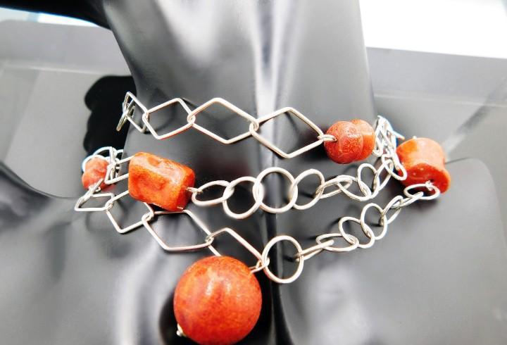 Largo collar largo de 105 cm con 9 piezas de coral con