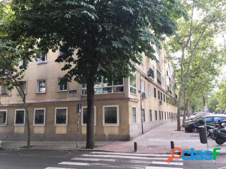 Local comercial en alquiler y venta en cuatro caminos, madrid