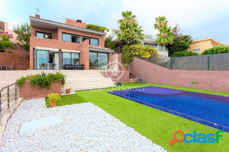 Casa en venta con inmejorables vistas mar y piscina en calella
