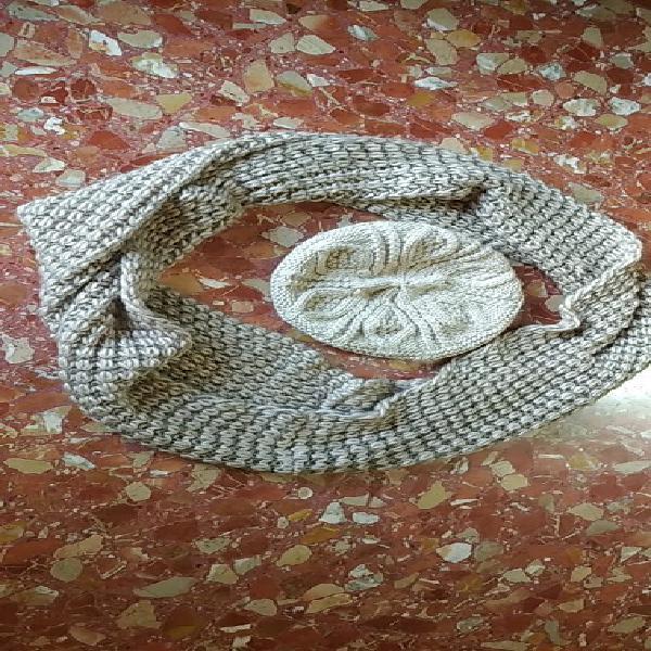 Conjunto de lana (bufanda y boina).