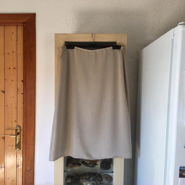 Falda larga en color beige