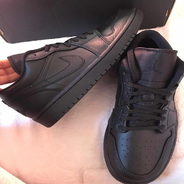 Nike air jordan 1 low triple black