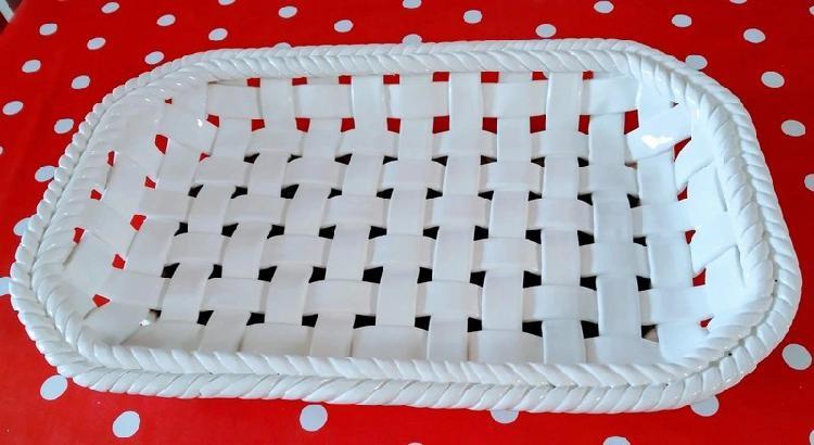 White vintage style ceramic bread/fruit basket (36 cm x 24