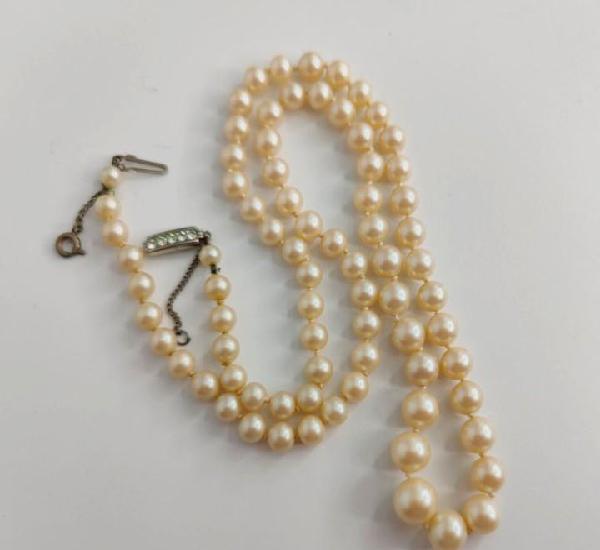 Collar vintage. perlas artificiales, plata y strass.