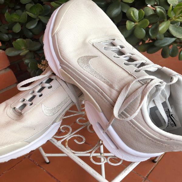 Zapatillas color beige de nike air diamond