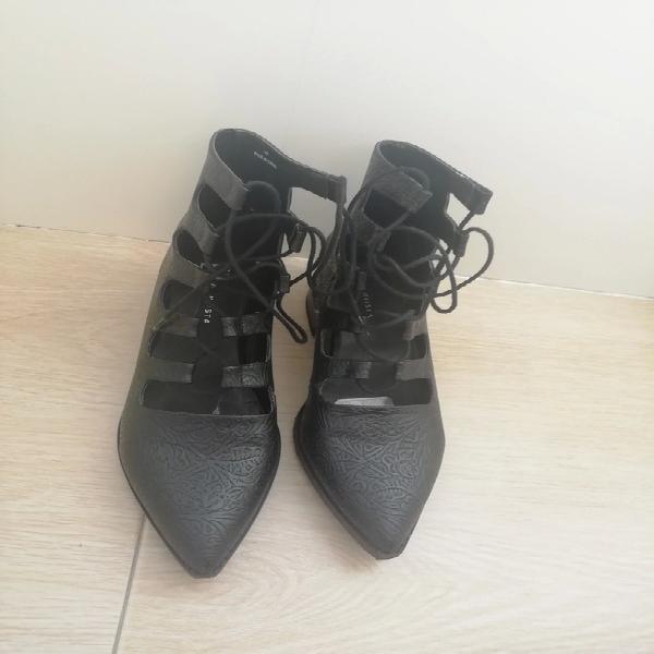 Zapatos negros de piel eo by miista