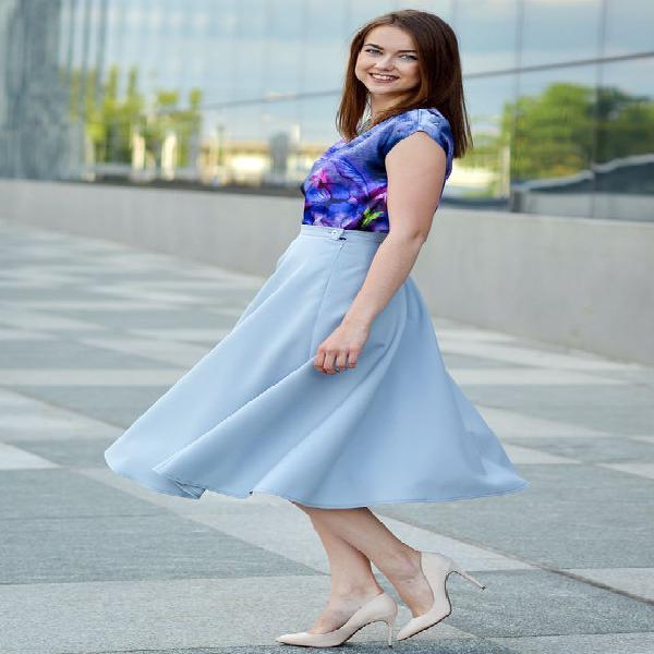 Falda ligera, falda azul, falda acampanada, falda de baile,