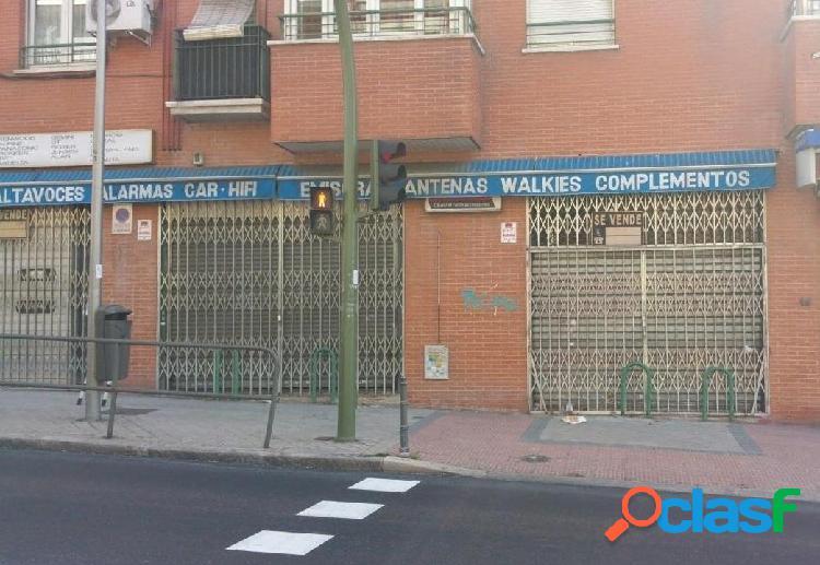 Local comercial en venta en la zona de latina, barrio de aluche, madrid