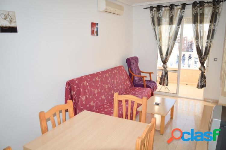 Alquiler piso de dos dormitorios con piscina en Torrevieja, a 600 metros de la playa 2