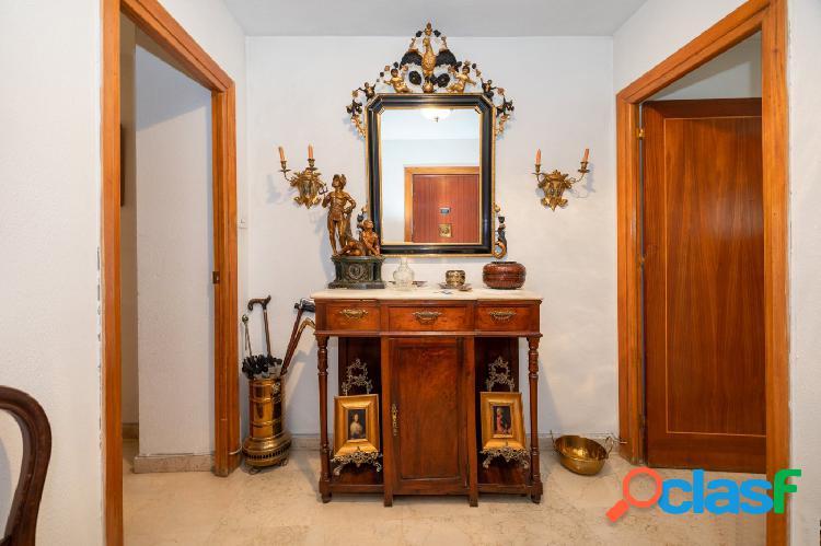Piso de cinco dormitorios en el centro de Granada. 1