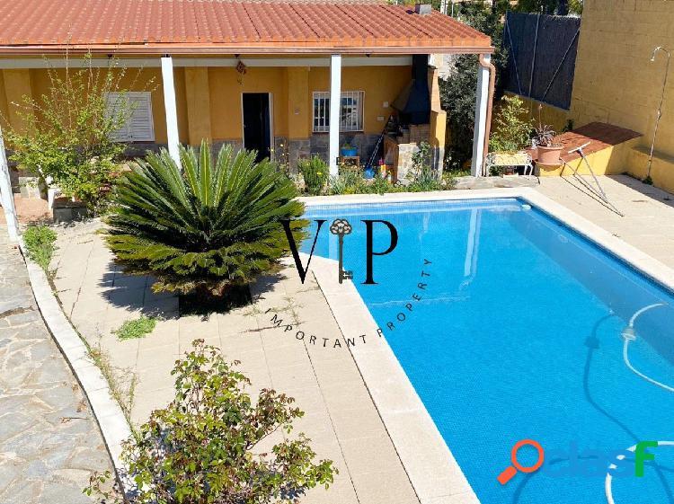 Chalet en venta con piscina privada y cochera
