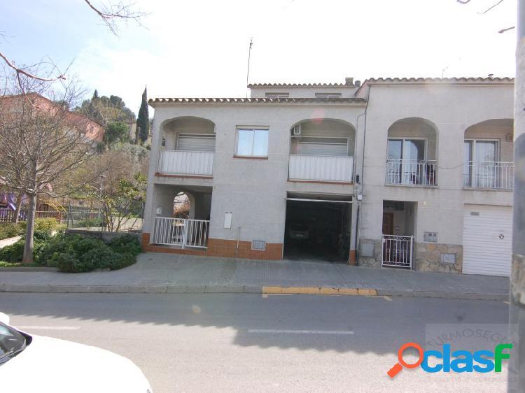 En gelida, tenemos una casa con mucho espacio y buenas terrazas en el mismo pueblo y a 30 minutos de barcelona