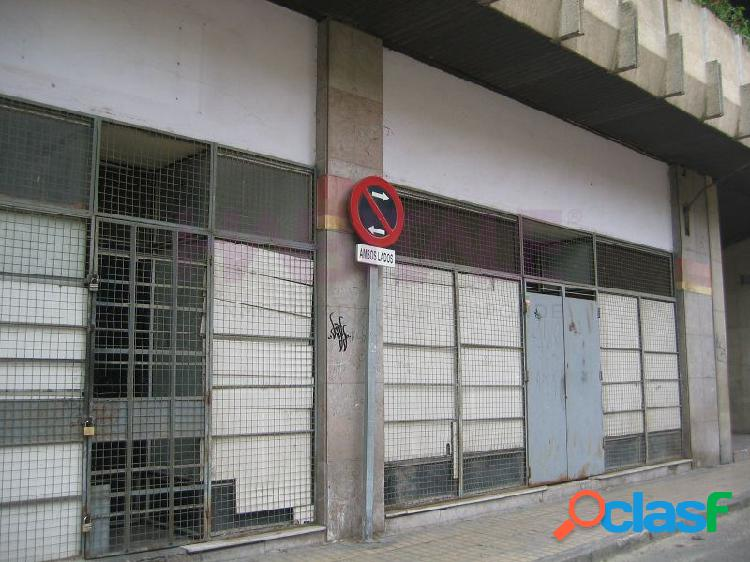 C/ santa lucia, junto sabeco plaza europa, instalado, amplia fachada. gastos comunidad incluidos