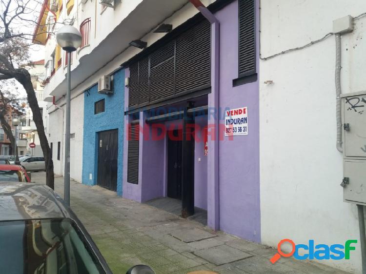 Local comercial de 130 m2 insonorizado, acondicionado y usado como sala de baile y karaoke situado junto al ies augustóbriga (navalmoral de la mata)