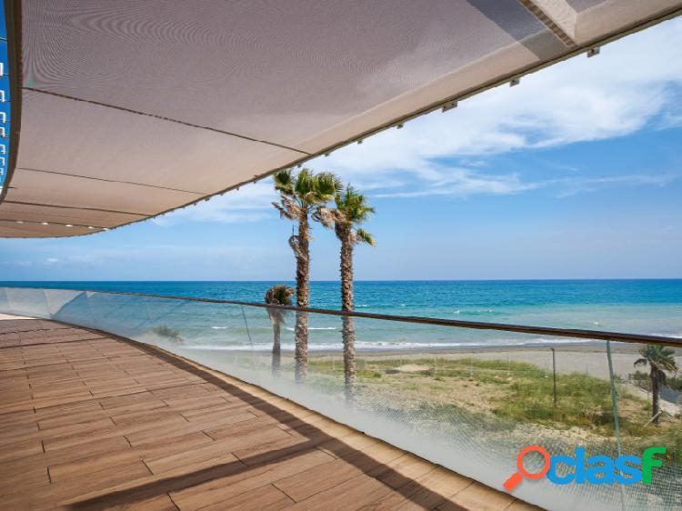 Apartamento a estrenar primera linea playa vista al mar estepona
