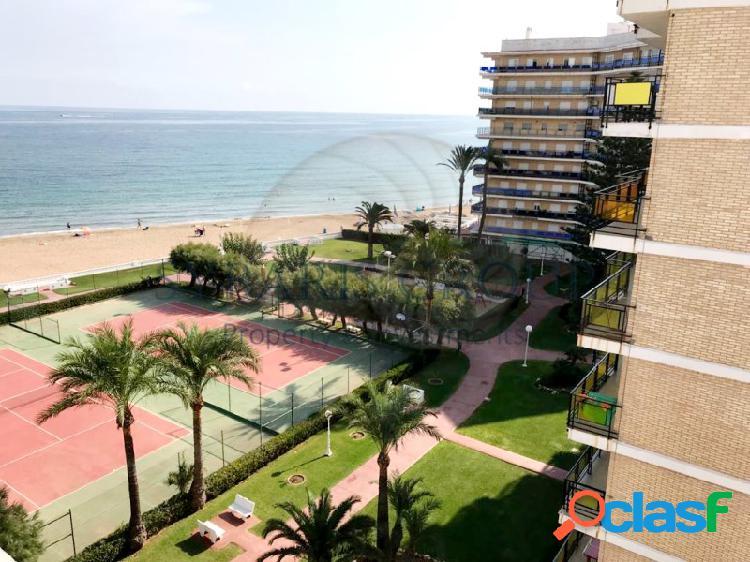 Apartamento 3 dormitorios primera linea de playa, con pistas de tennis