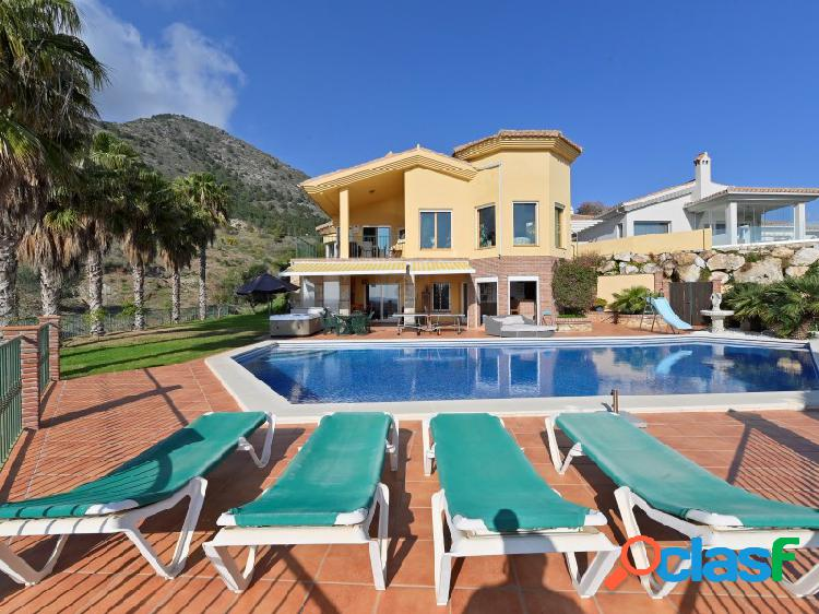 Villa independiente en reserva del higuerón, con vistas al mar