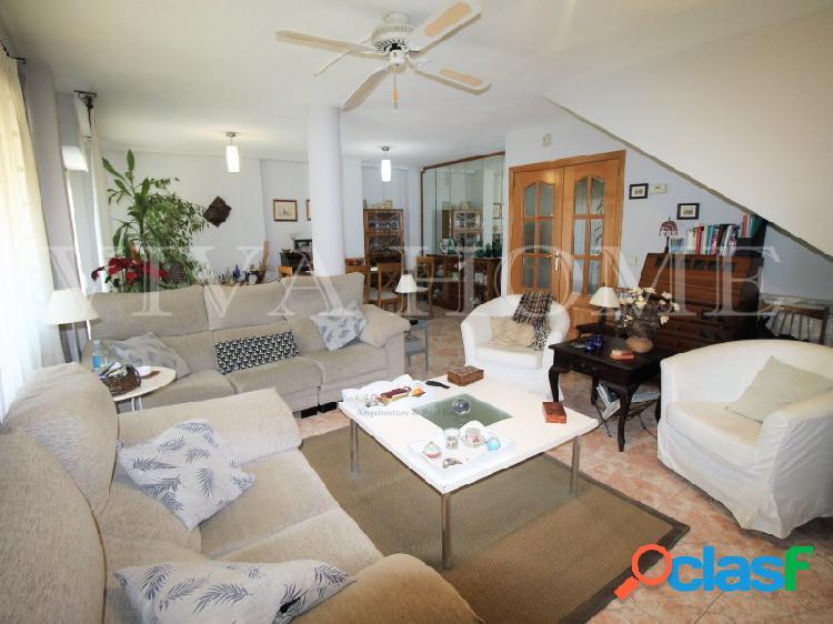 Excelente oportunidad, chalet en una de las mejores zonas de rivas vaciamadrid de 5 habitaciones y gran zona común.