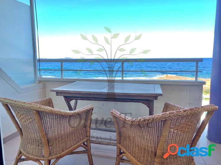 Impresionantes vistas al mar, comunidad con piscina y jardín