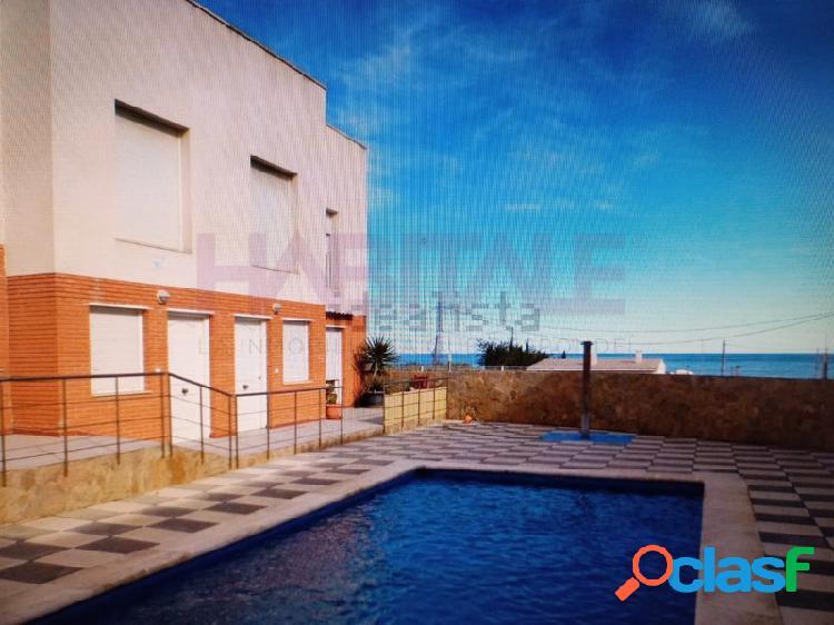 Casa adosada, ubicada en la zona de alcanar playa (urbanizac