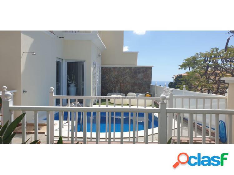 Lujoso chalet pareado con piscina privada