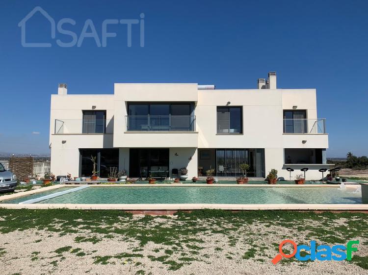 Casa moderna de lujo de 500 m², 5 habitaciones en suite, 2 aseos adicional, piscina, parcela de 10835m²