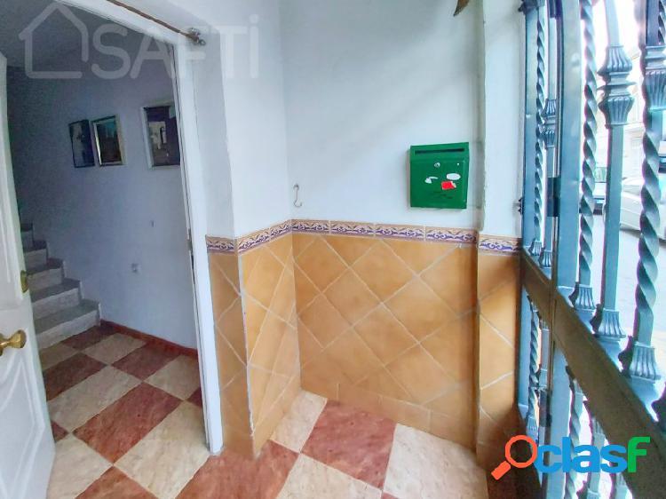 Vivienda adosada con 4 dormitorios, salón con chimenea y terraza
