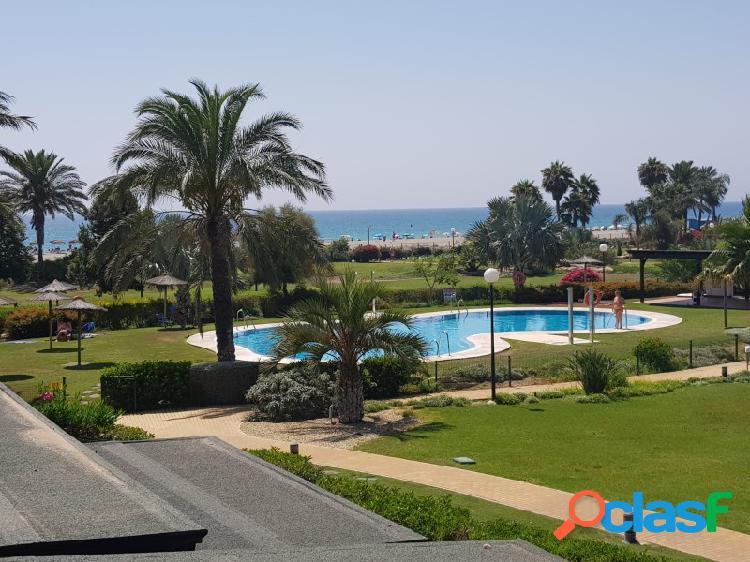 Apartamento en la playa de vera, situado en urbanización con piscina.