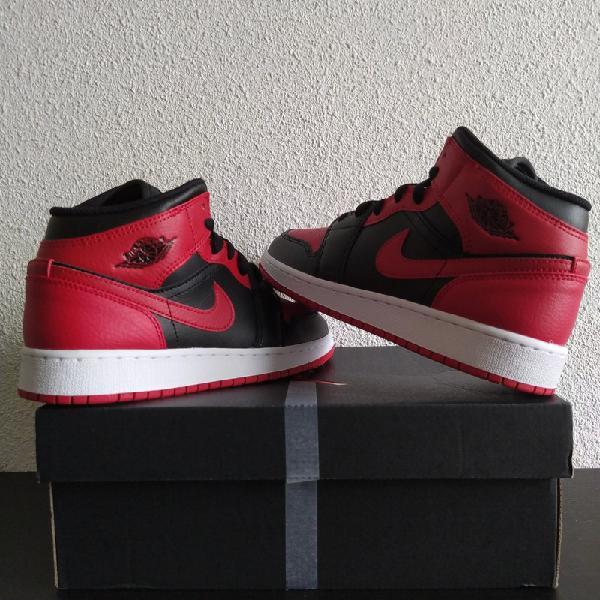 Nike air jordan 1 mid banned