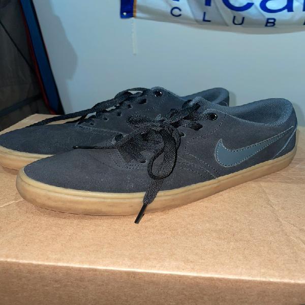 Nike sb negras suela marrón