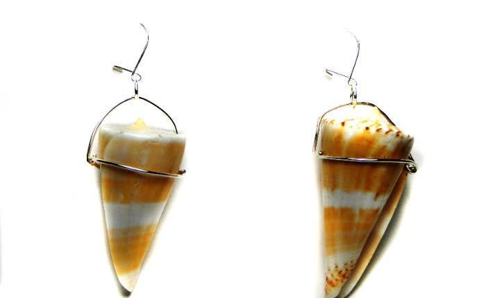 Pendientes de caracolas marinas y plata de ley