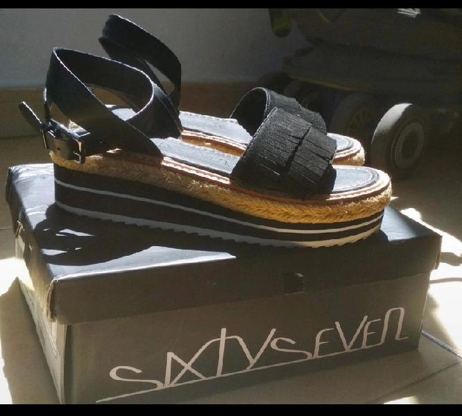 Sandalias negras de piel sixtyseven