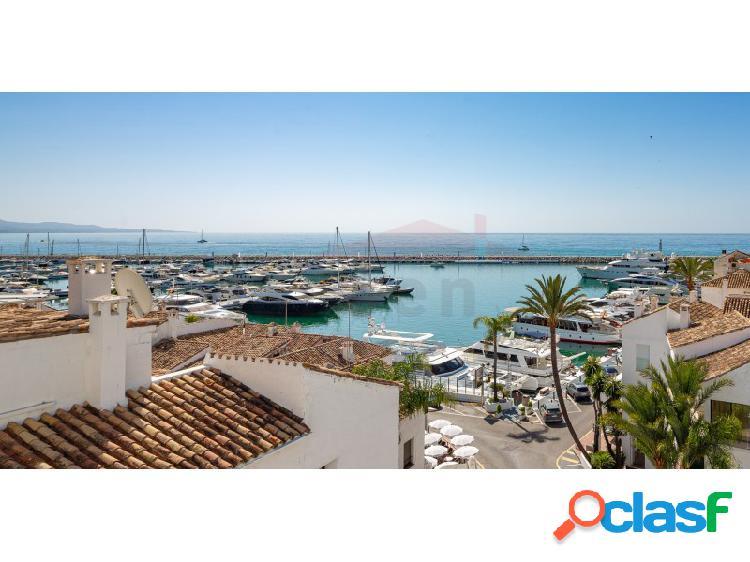 Apartamento con preciosas vistas en puerto banús, marbella.